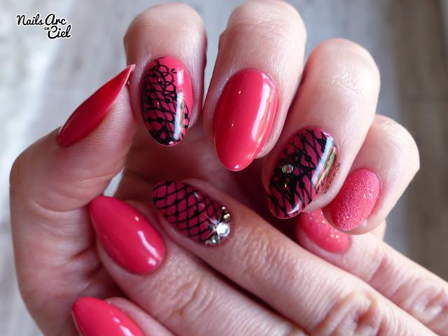 Nail Art - Dentelle résille sur rose corail Organail par Nails Arc en Ciel