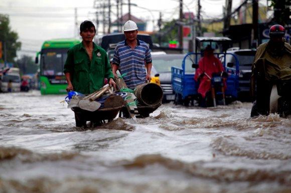 Thu phí thoát nước mưa, dân chạy đâu cho thoát!