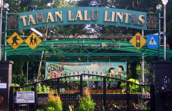 Wisata Anak Taman Lalu Lintas Ade Irma Suryani Nasution