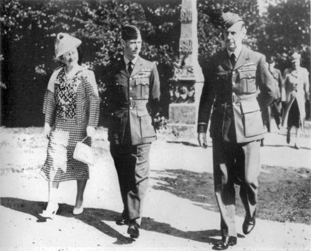 Air Marshal Sir Hugh Dowding and the King and Queen of England worldwartwo.filminspector.com