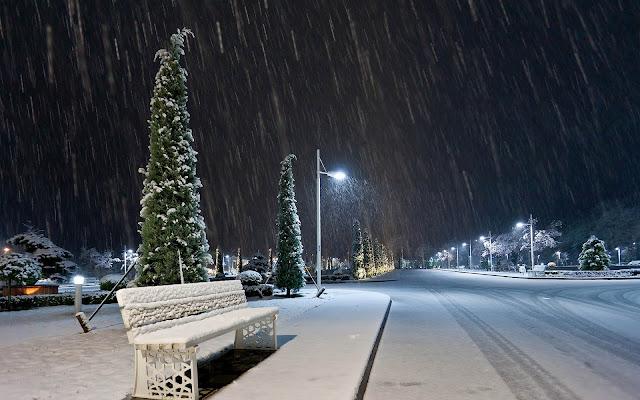 Een sneeuwbui in de avond