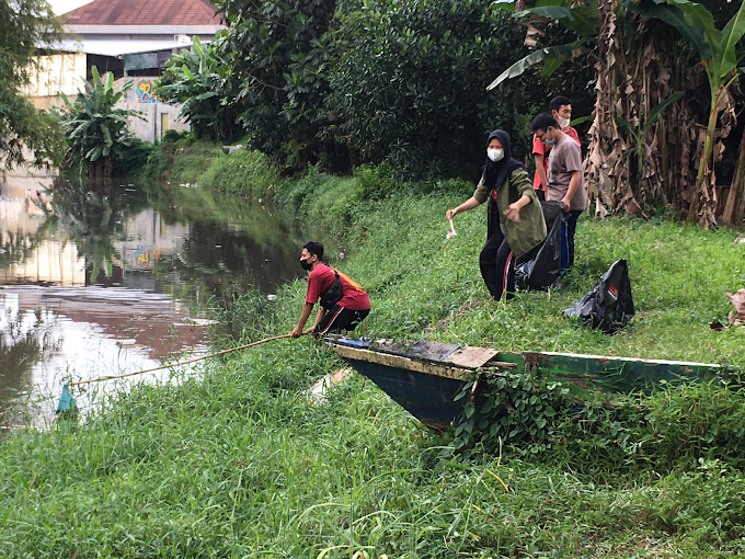 Kampanyekan Program Adiwiyata, Smansa Gelar Aksi Bersih-Bersih Sungai