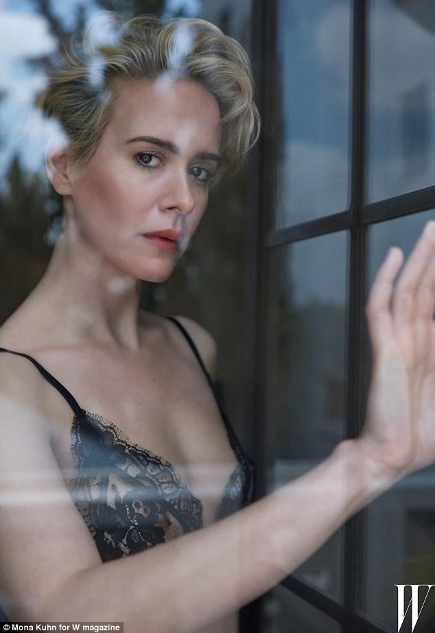Sarah paulson: actress poses topless   mistervi.eu
