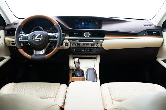 Interior view of 2017 Lexus ES 300h