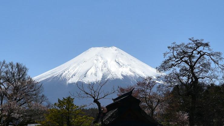 湧池から垣間見る富士山