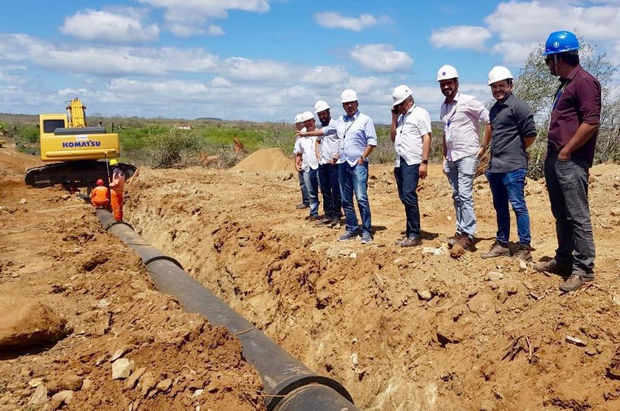 Presidente da Compesa vistoria obras da Adutora do Alto Capibaribe e do sistema de esgotamento sanitário de Santa Cruz