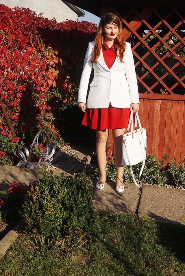 7d3501474df77 Strój dla mamy na Chrzest Święty dziecka - biała marynarka i czerwona  sukienka
