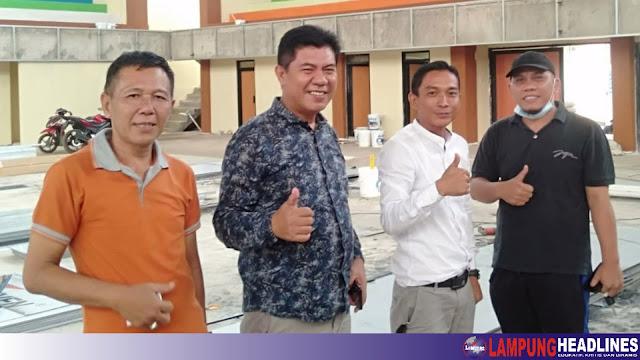 Anggota DPRD Tanggamus Tinjau Pelaksanaan Pembangunan Tahap III GOR Mini Tipe B