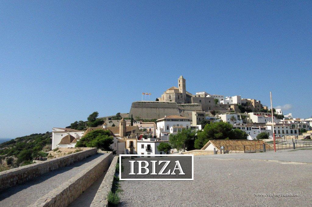 Descubre la isla de Ibiza, su arte y sus fiestas
