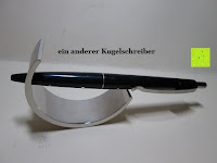 Kugelschreiber: Kugelschreiber Bow Aluminium silber Ständer
