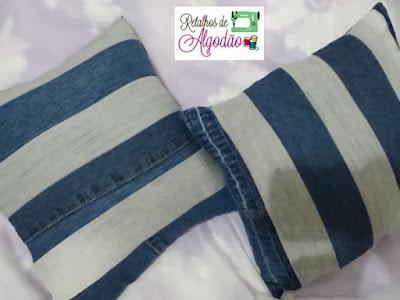 Almofadas feitas aproveitando pernas de calça jeans