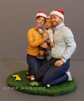 statuetta con mamma papà e bambino a Natale modellini personalizzati orme magiche