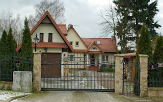 http://fotobabij.blogspot.com/2016/02/architektura-domek-z-drewutnia-zdjecie.html