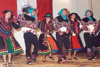 Foto de peruanos bailando la danza la Trilla - Vestimenta