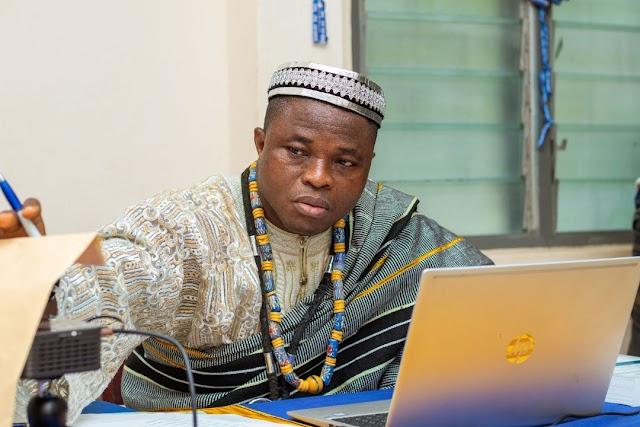 Le journaliste Adolphe Pakaa devient désormais  Docteur
