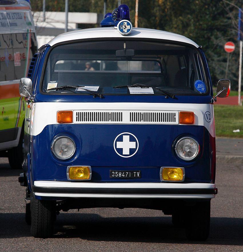 volkswagen maggiomodelli volkswagen combi ambulanza. Black Bedroom Furniture Sets. Home Design Ideas