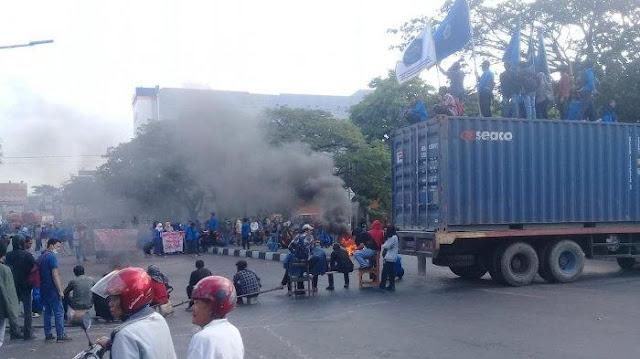 Sandera Truk Kontainer, Mahasiswa Unismuh Makassar Tuntut Wiranto Mundur