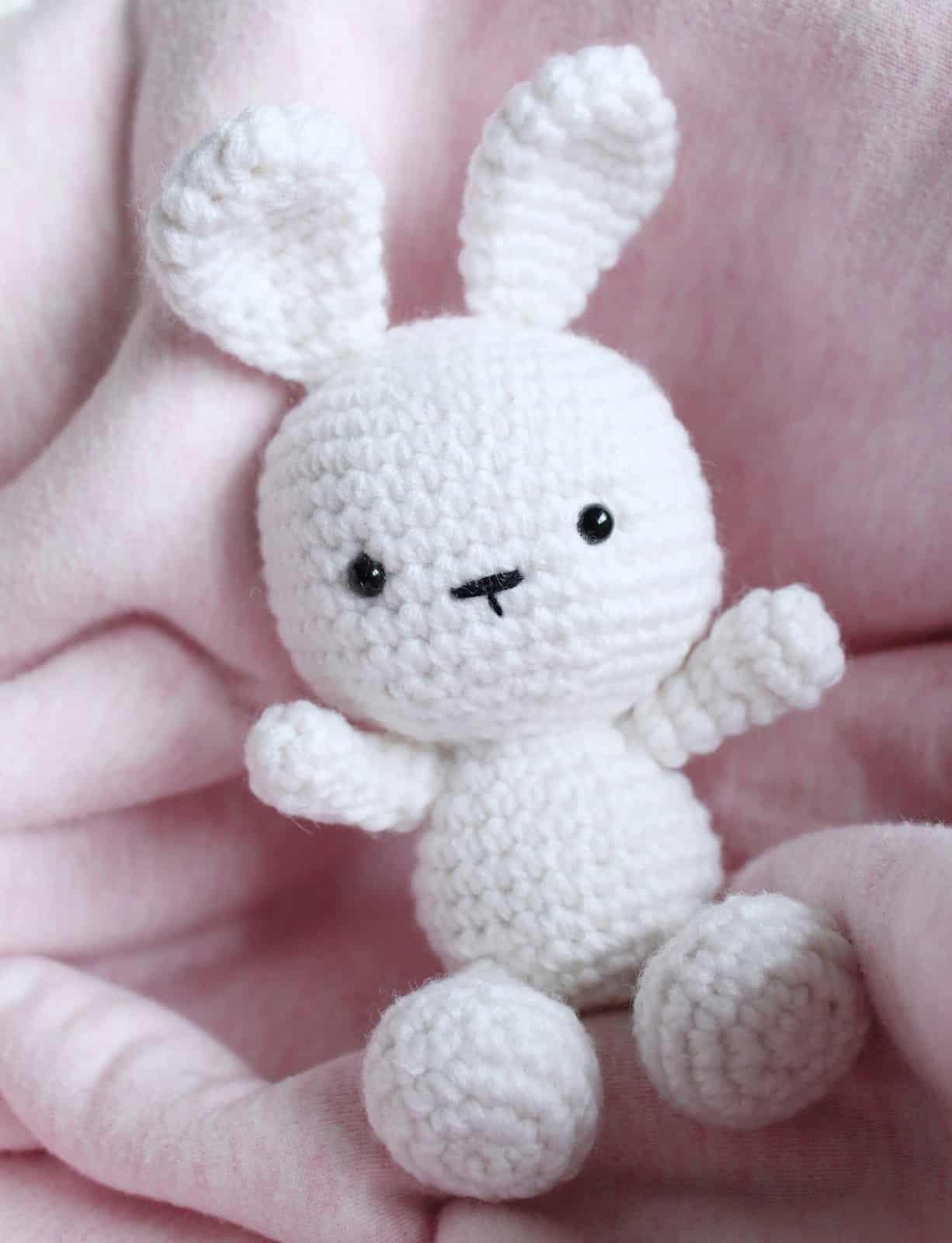 Ravelry: Amigurumi Bunny Rabbit pattern by Eve Leder | 1600x1226