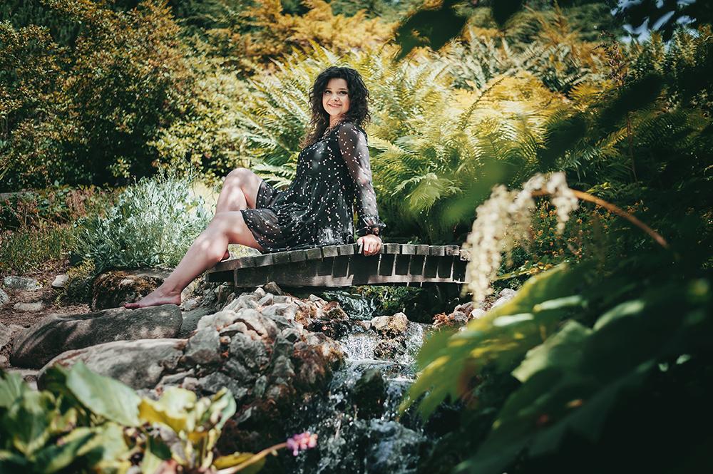 kobieta na mostku, ogród botaniczny, Lublin, fotograf
