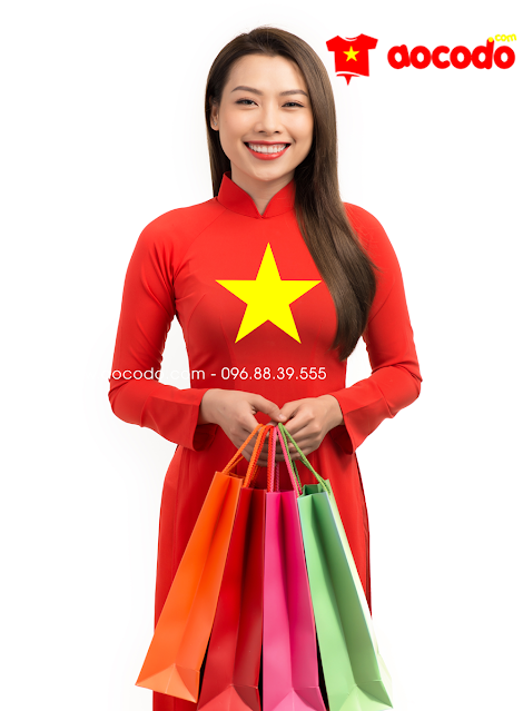 Áo dài cờ đỏ sao vàng đi mua sắm