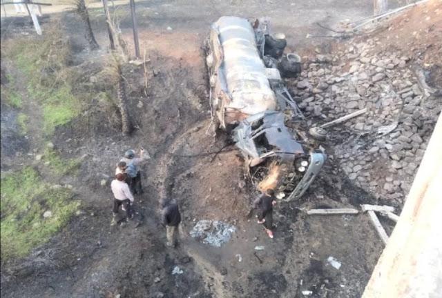 तेल के टैंकर में लगी भीषण आग, चालक-क्लीनर जिंदा जले