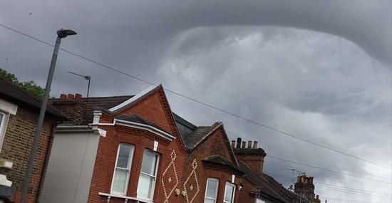 Nuvem 'Buraco Negro' assusta moradores de Londres - Capa