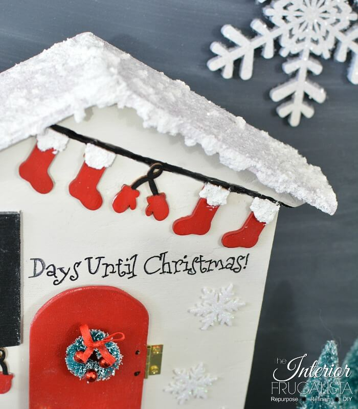 Christmas Countdown Santa Cottage Stocking Garland