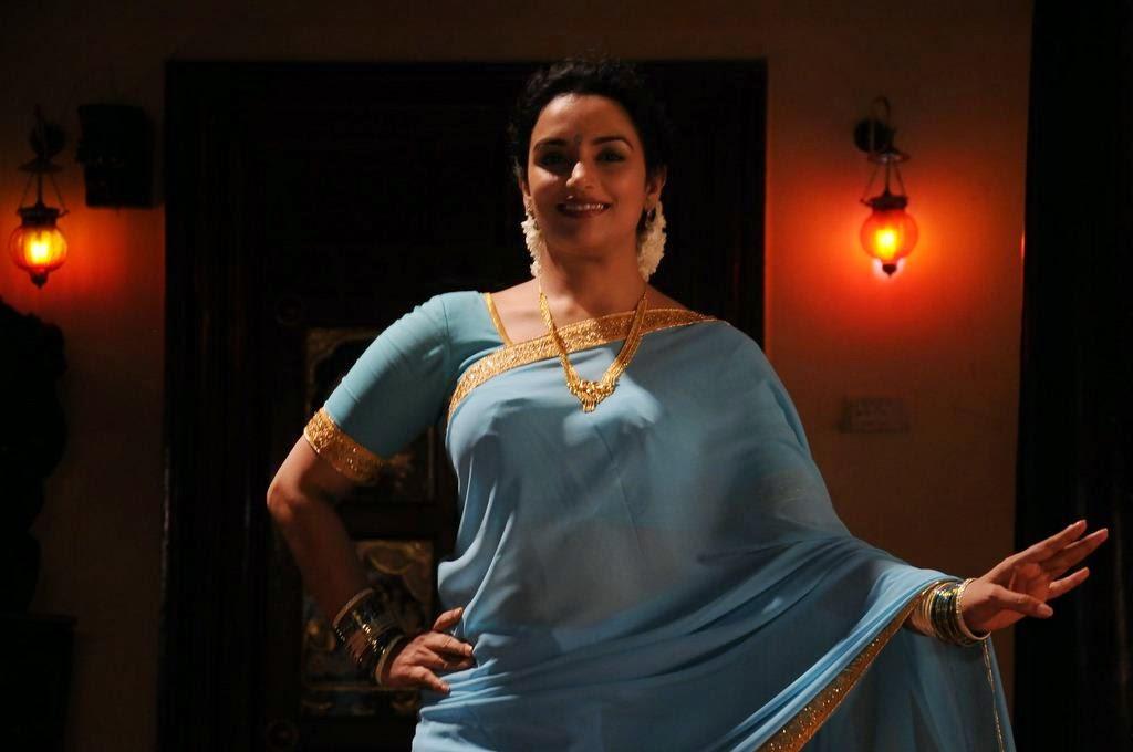 Telugu Actress Jyothi In Blue Salwar: Shweta Menon In Blue Saree From Thunai Mudhalvar Movie