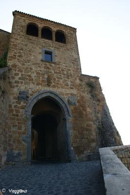 Porta Santa Maria è la principale porta di accesso a Civita di Bagnoregio