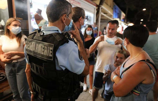 During a police check in Argelés-sur-Mer, in the Pyrénées-Orientales, in August 2020. - RAYMOND ROIG / AFP