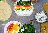 Tortilla z szpinakiem i kolorowymi paprykamiroll up, appetizers, tortilla, wraps, salmon, Antipasto, prosticiutto, dip, party, food, recipe, with tuna, with spinach, with cheese, Rolls With Tortillas, tortilla snacks, Almette, sandwich, with ham, recipes for the party, recipes for the carnival, house party, mechanic in kitchen, tortilla, zawijana, ślimaczki, z tortilli, przekąska, przyjęcie, łosoś, szynka, sos czosnkowy, sos do pizzy, pesto, zawijasy, z kurczakiem, na imprezę, roladki z tortilli, przekąski z tortilli, z tuńczykiem, ze szpinakiem, z serkiem, almette, kanapkowy, z szynką, przepisy na przyjęcie, przepisy na karnawał, domówka, rollsy, z nadzieniem, przystawka na zimno, z ogórem czy bez, mechanik w kuchni,