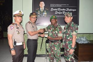 Meriahkan HUT TNI ke-74, Polres Situbondo Beri Pelayanan Sim Gratis untuk Anggota TNI