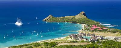 Vue aérienne de Pigeon island en mer des Caraïbes au nord ouest de Sainte Lucie. Un espace protégé à visiter.