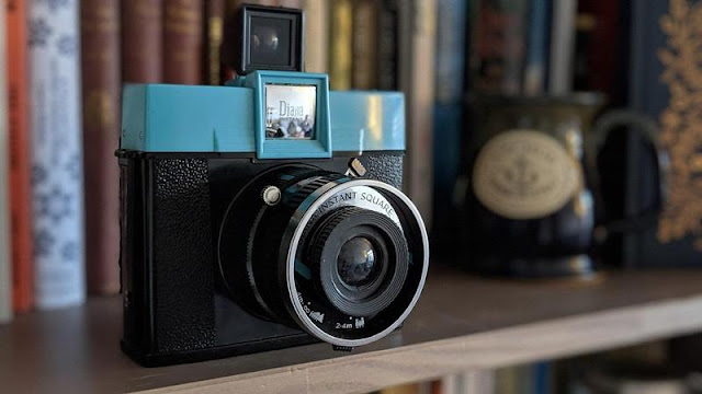 Lomography Diana Instant Square Review