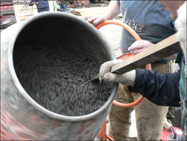 fazendo concreto na betoneira