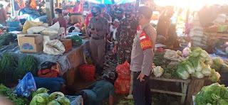 Imbaukan Penerapan Prokes, Personel Polsek Baraka Lakukan Patroli Pasar Citra Baraka Yang Ramai Pengunjung