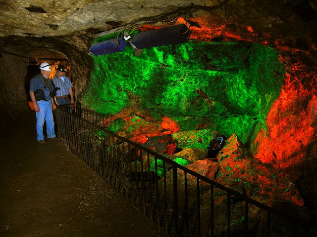 See the World's Largest Collection of Fluorescent Rocks