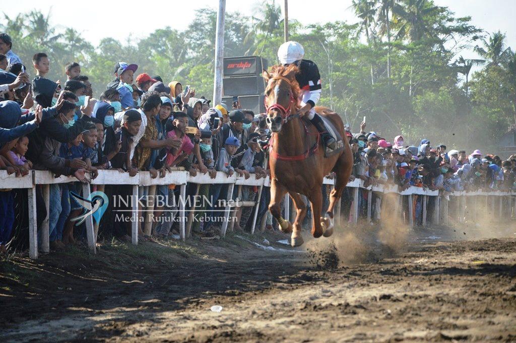 Tak Terkalahkan, Kuda Kanaya GT Rebut Juara Pertama Pacuan Kuda Kelas 2000 Meter