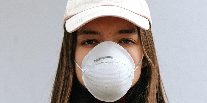 5 Cara Mencegah Bau Mulut Saat Menggunakan Masker