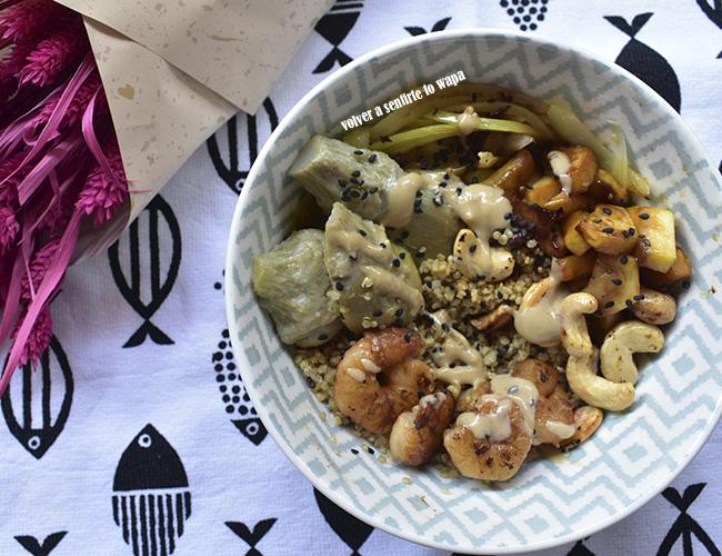 Bowl de quinoa, verduras y gambas