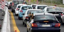 Ιδιαίτερα αυξημένη αναμένεται να είναι σήμερα Μεγάλη Πέμπτη η κίνηση στις εθνικές οδούς, στα ΚΤΕΛ, τους σιδηροδρομικούς σταθμούς, στα αεροδ...