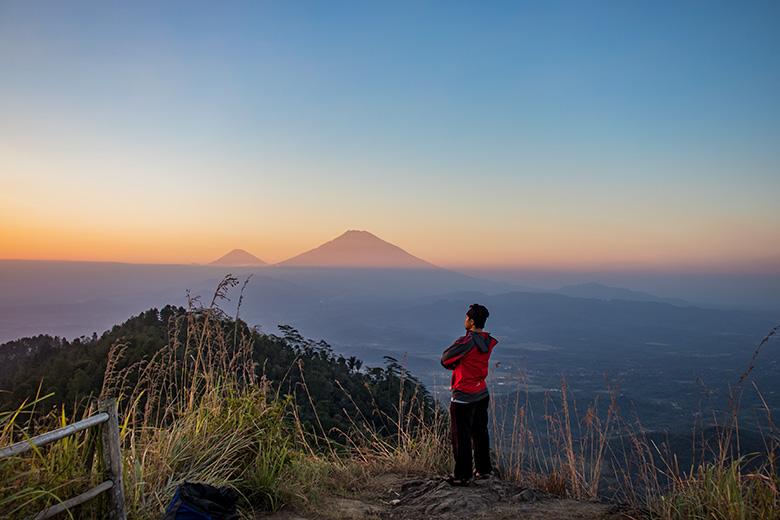 Pemandangan ke Sisi Utara di Puncak Gunung Kunir Purworejo