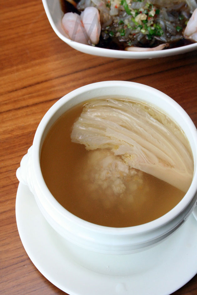 Yang Zhou Double-boiled Meat Ball with Crab Roe Soup