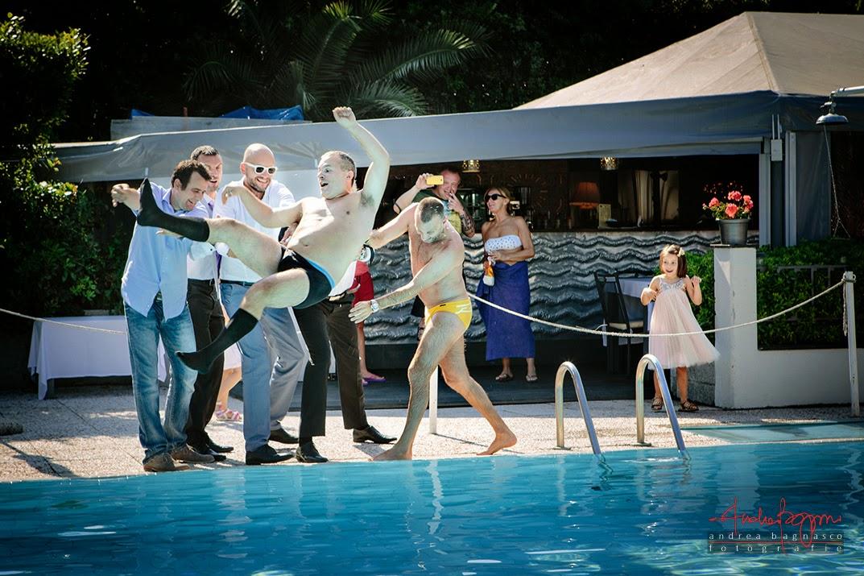 sposo finisce in piscina ricevimento matrimonio Grand Hotel Arenzano
