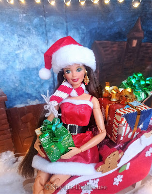 Mattel doll Superstar Barbie Holiday 1997 on MtM body Made to Move Merry Christmas Santa