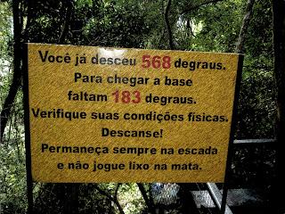 Placa com Distância Percorrida ao Longo da Escadaria da Cascata do Caracol, Canela