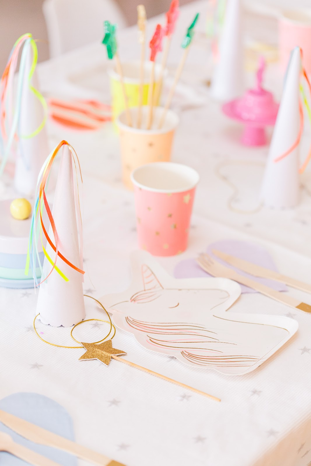 decoração festa infantil unicornio e fadas simples e barata pinterest  - unicorn and fairy minimal clean modern party -  festa colorida moderna minimalista blog do math 2020