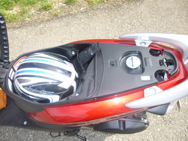 Roller Honda Vision 110 - das Helmfach