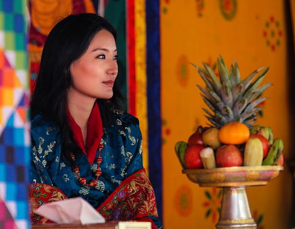 Jetsun Pema was born in Thimphu on 4 June 1990. Her father, Dhondup Gyaltshen is the grandson of Trashigang Dzongpon Dopola. Her mother, Sonam Chuki, comes from the family of Bumthang Pangtey. Sonam Chuki's father was a half-brother of two queens consorts of Bhutan, Phuntsho Choden and her sister Pema Dechen