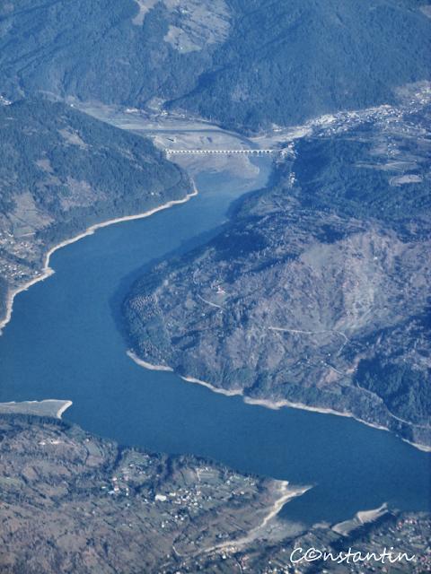 blog-FOTO-IDEEA-Fotografii-din-avion-Lacul Izvorul Muntelui-Barajul de la Bicaz